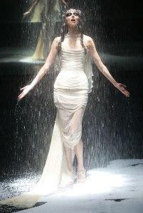 http://www.popsugar.com/fashion/photo-gallery/7356224/image/7356609/American-Express-Black-Fashion-Show-2004