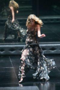 http://www.vogue.de/fashion-shows/designer/designer-unvergessen-alexander-mcqueen/(bild)/517014